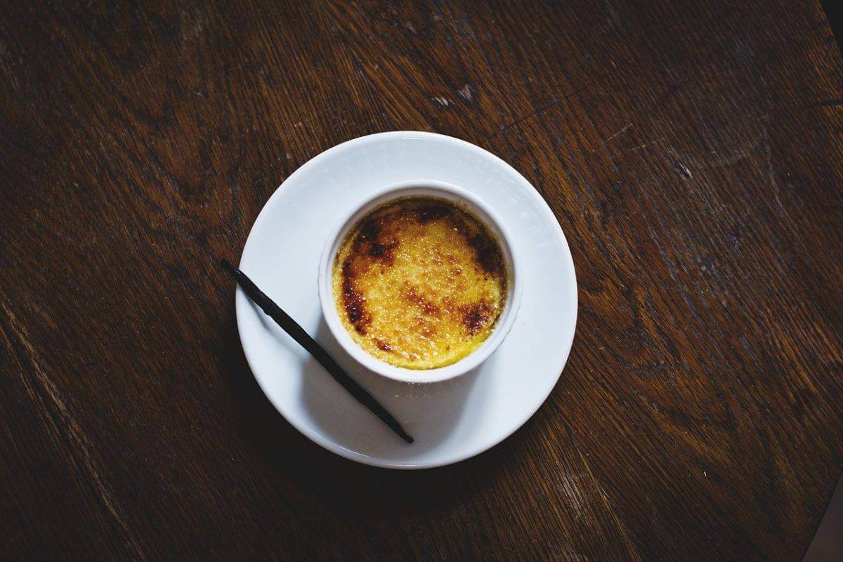 Recette de crème brûlée avec des gousses de vanille de Madagascar