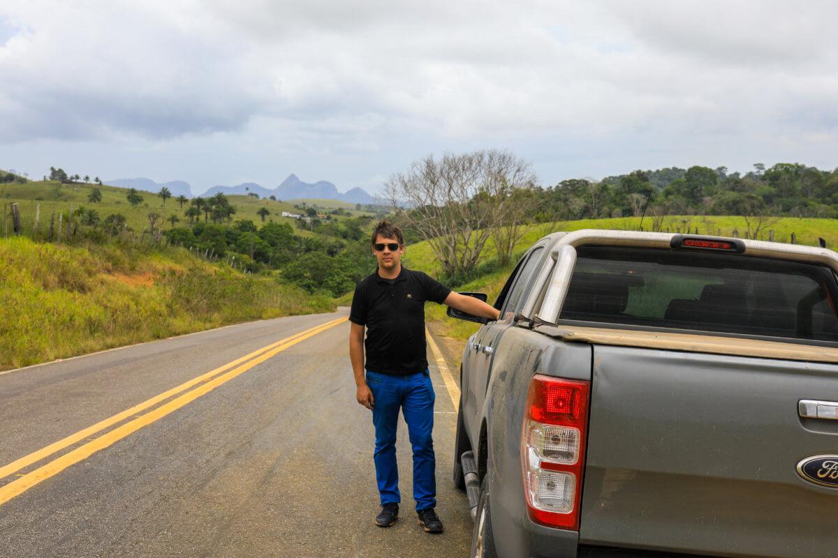 Arnaud sur la route de la coopérative de vanille
